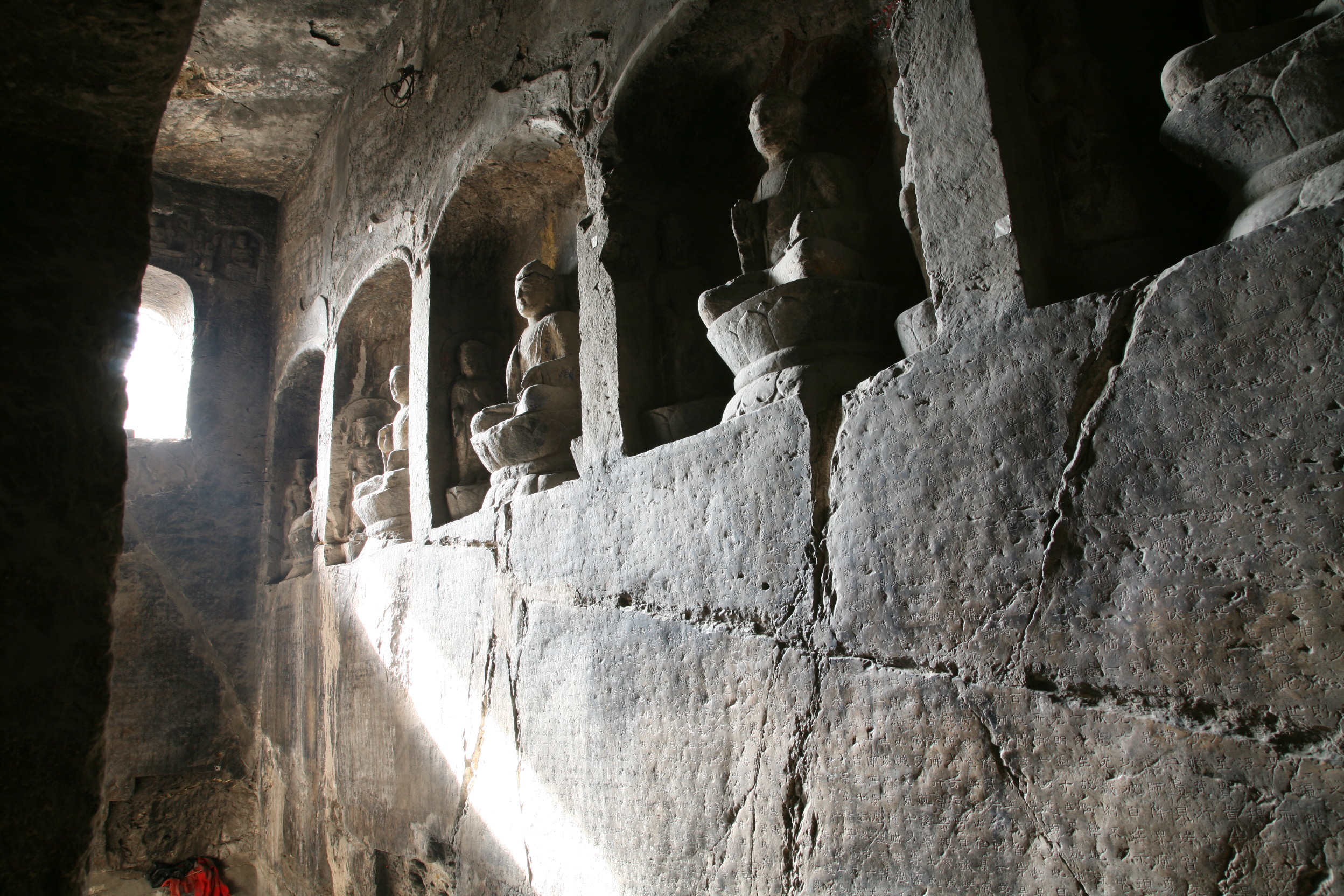 Cave 1 left wall, niches and engraved Avatamsaka sutra
