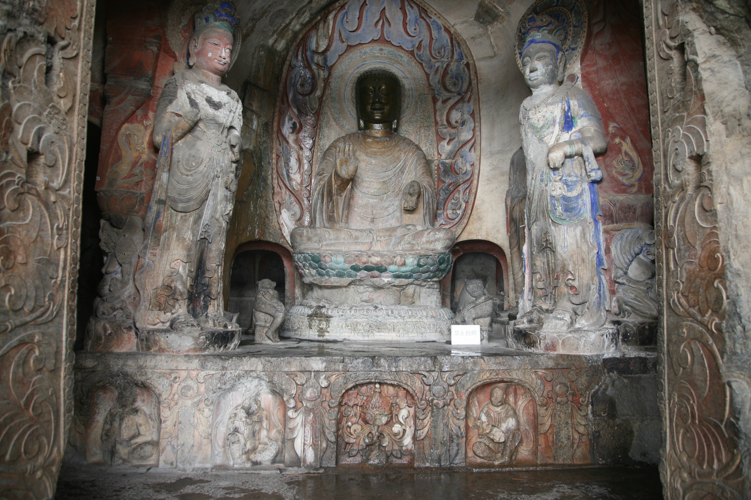 Xiangtangshan Middle Cave central pillar front, Main Altar