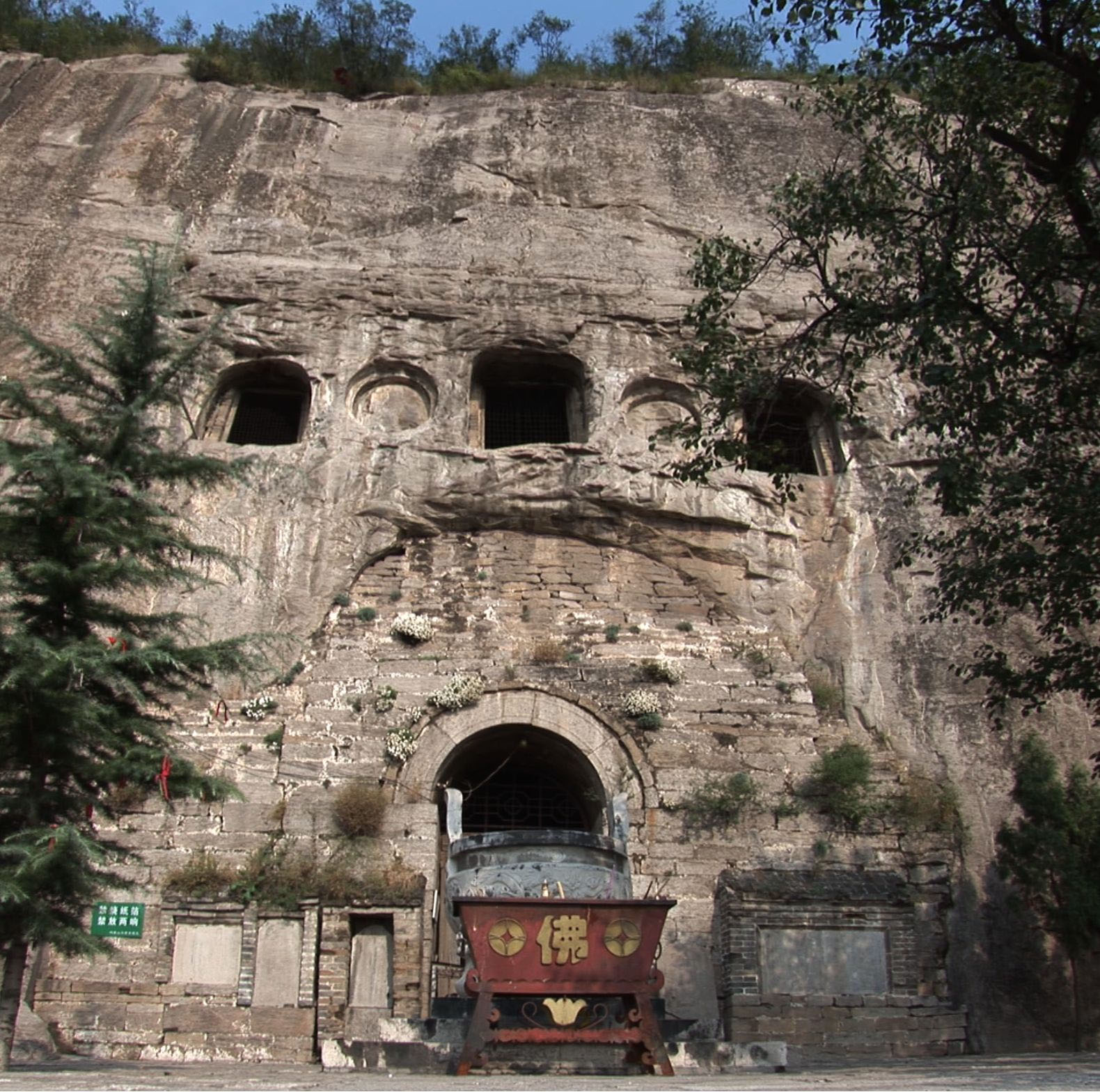 Xiangshangshan North Cave facade